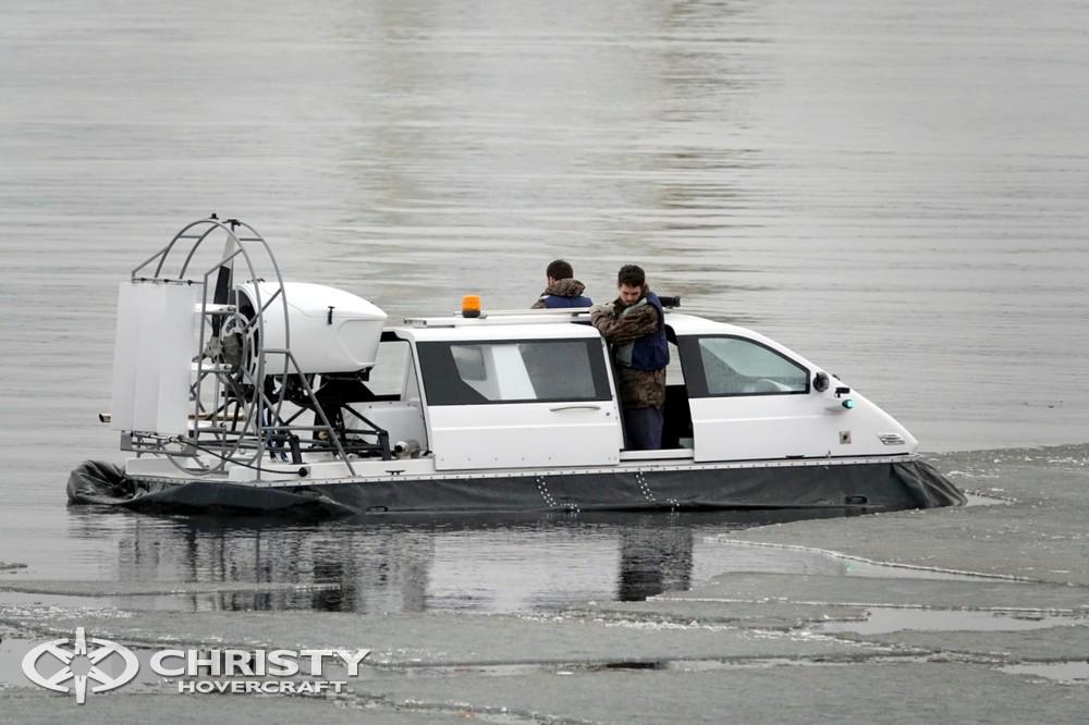 Мощность двигателя Сhristy-5143 более чем достаточна для быстрого старта с воды | фото №14