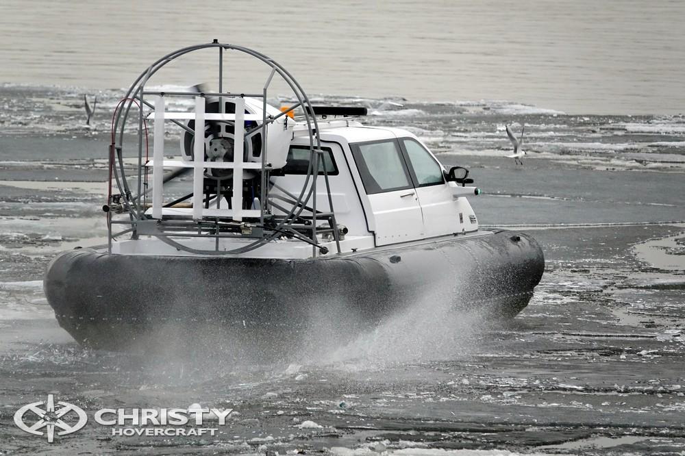Судно на воздушной подушке (СВП) Сhristy-5143 летит с большой скоростью над водой | фото №21