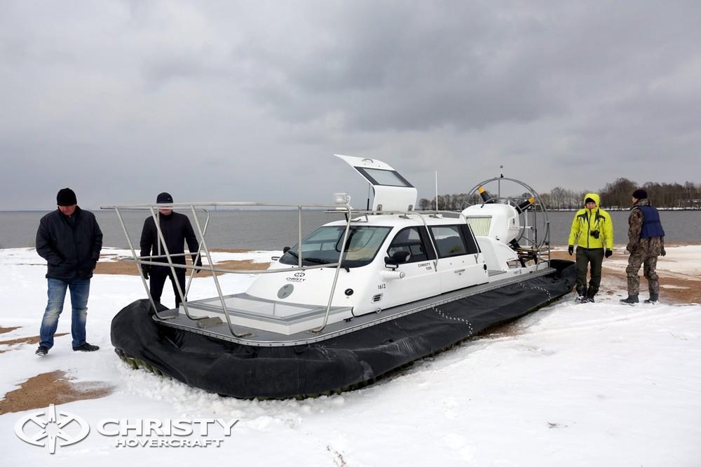 Bпервые на судах Christy 2017 модельного года установлена кабина в центральной части судна | фото №9
