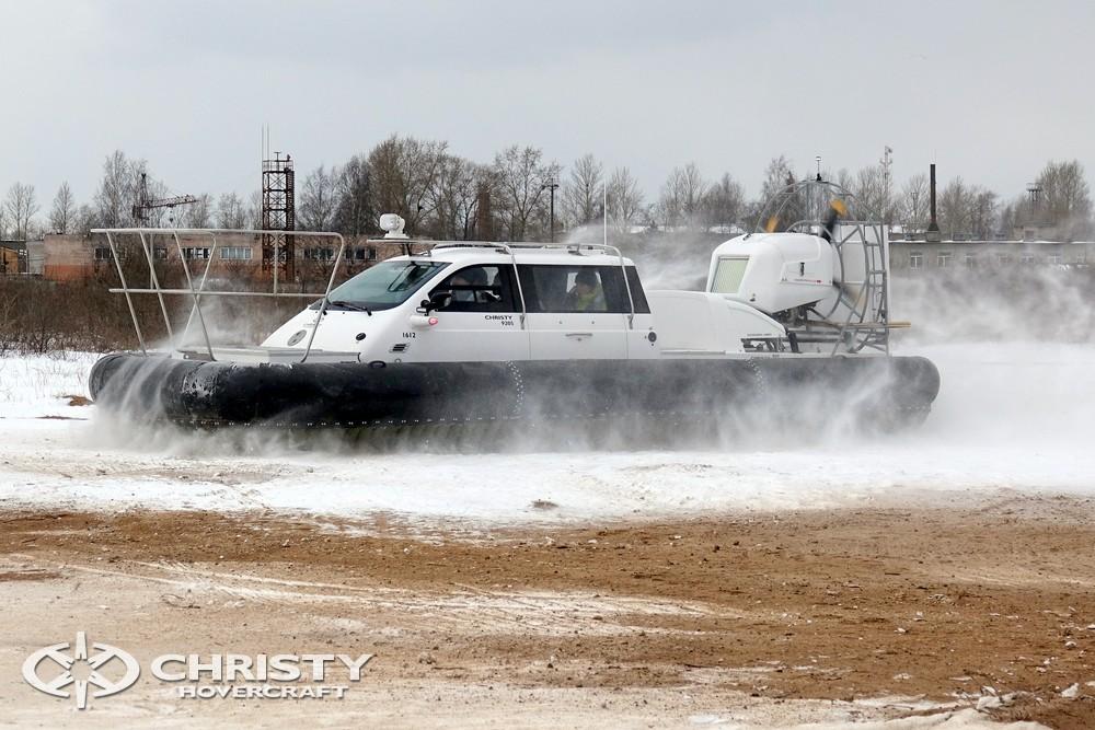 Сhsristy-9205 Fishing Edition имеет кабину в центральной части судна с подъемными дверями новой конструкции | фото №13