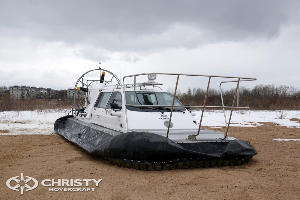 Christy-9205-fishing-edition имеет леерное ограждение для обеспечения безопасности персонала, осуществляющего рыбную ловлю | фото №6