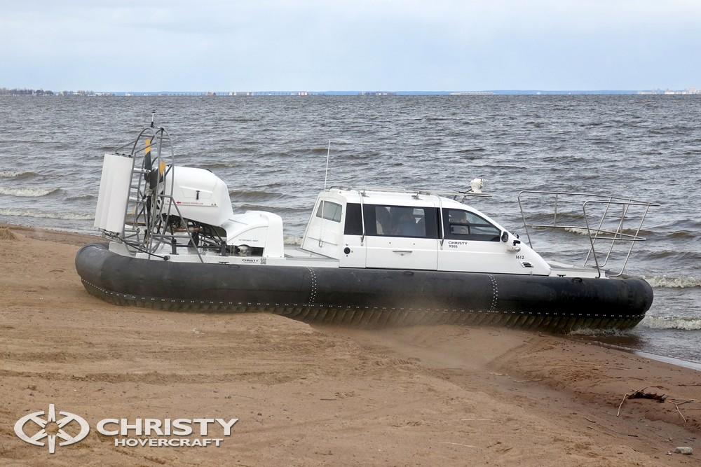 Аппарат на воздушной подушке Christy-9205-fishing-edition успешно перемещается как по суше, так и по водной поверхности | фото №8