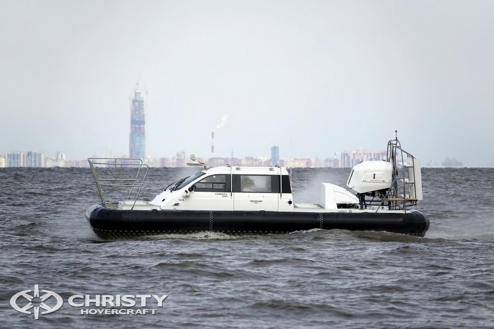 Подобно яхте, судно на воздушной подушке Christy-9205-fishing-edition активно используется для прогулок по водным акваториям | фото №19
