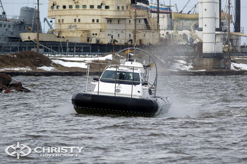 Управлять амфибией на воздушной подушке Christy-9205-fishing-edition легко и приятно | фото №21