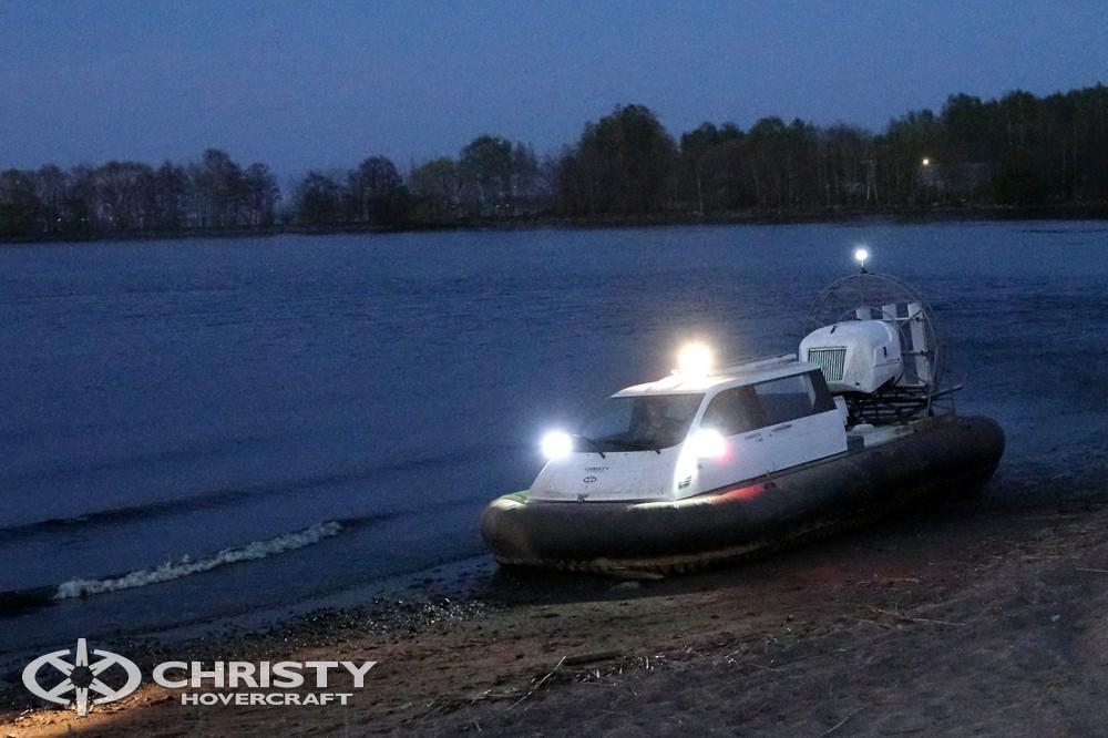 Отдых на воде на катере-амфибии на воздушной подушке Christy-7163 в последнее время стал одним из самых популярных видов отдыха | фото №3