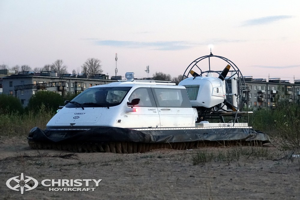 Катер на воздушной подушке Christy-7163 - Подобно автомобилю, можно подъехать к дому, разместить пассажиров | фото №11