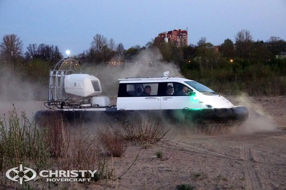 Катер на воздушной подушке Christy-7163 - Подобно автомобилю, загрузить снасти и другой полезный груз, после чего ехать дальше до ближайшего водоема для отдыха. | фото №12