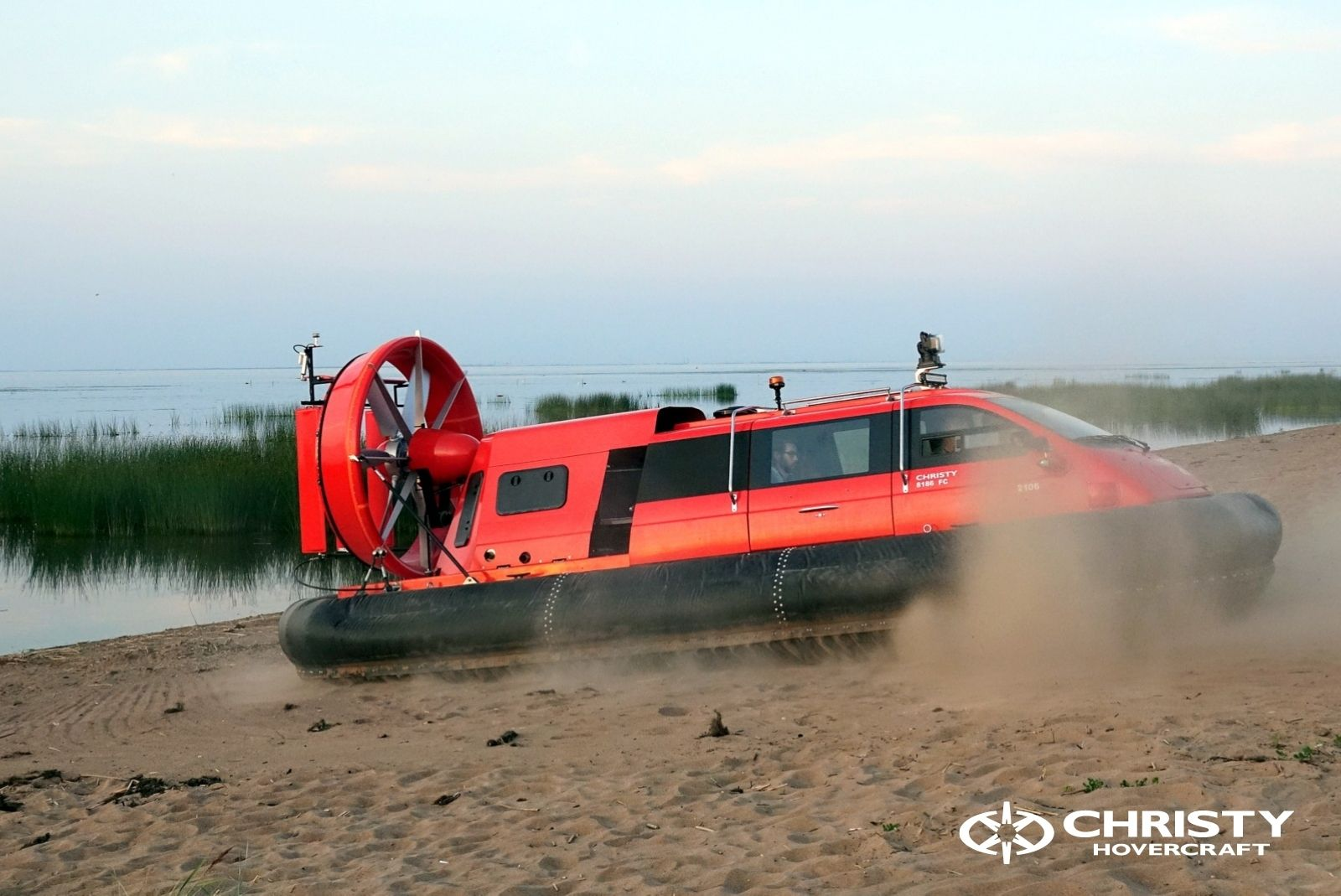 Тест-драйв катера-амфибии Christy 8186 FC Duct для правительства Канады   фото №3