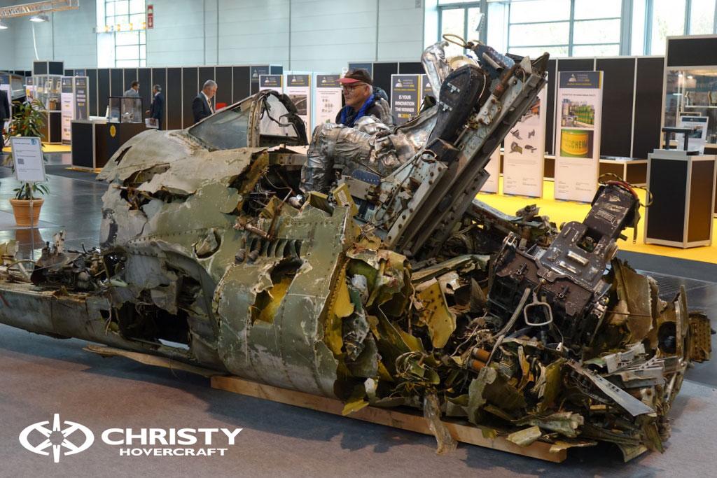 Кабина пилота после крушения самолета | фото №7