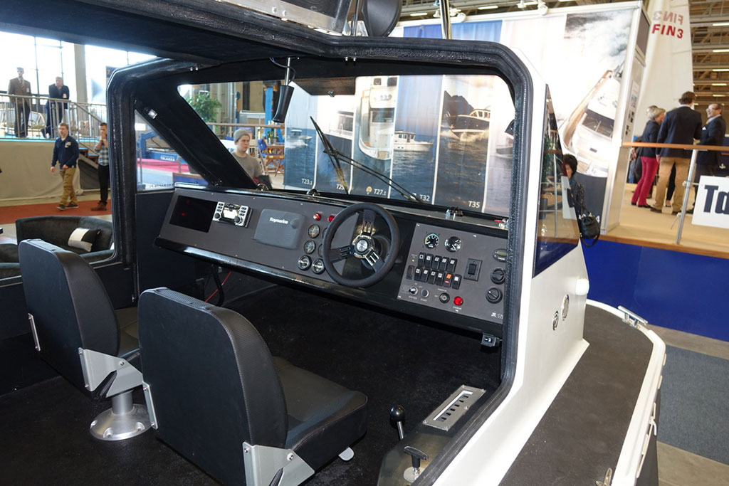 HELSINKI INTERNATIONAL BOAT SHOW - Castelo Hovercraft - кабина   фото №3