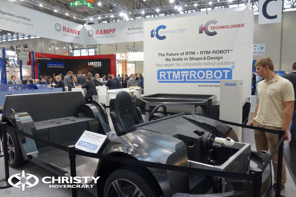 Каркас автомобиля выполнен из композитных материалов RTM Robot | фото №11