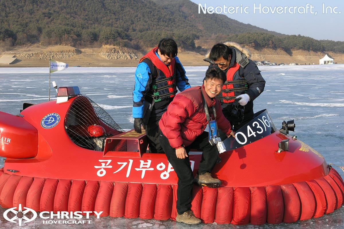 Спасательный катер на воздушной подушке Hovertrek 455 от Neoteric Hovercraft Inc | фото №9