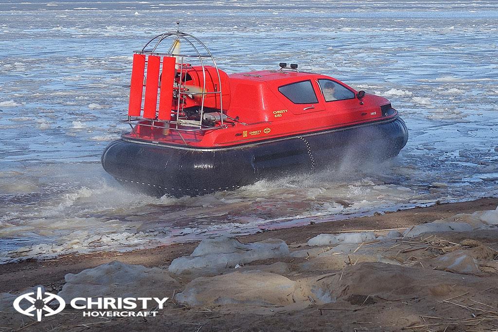 Тестирование катера в сложных погодных условиях.