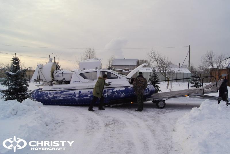 Погрузка и разгрузка судна на воздушной подушке | фото №1