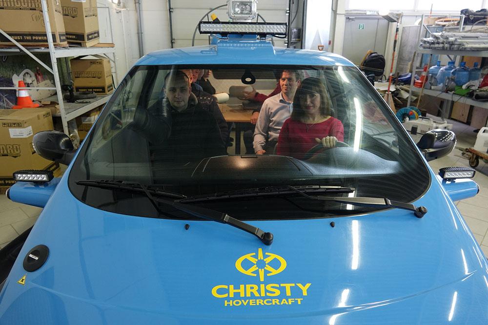 Судно амфибия на воздушной подушке Christy 9205. Вид на салон | фото №17