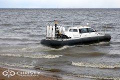 Вездеход на воздушной подушке Christy-9205-fishing-edition легко парит на водной поверхностью | фото №9